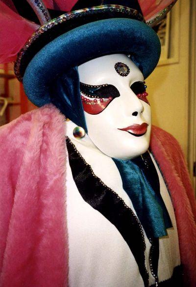 Venetsia karnevaaliasu ja naamio