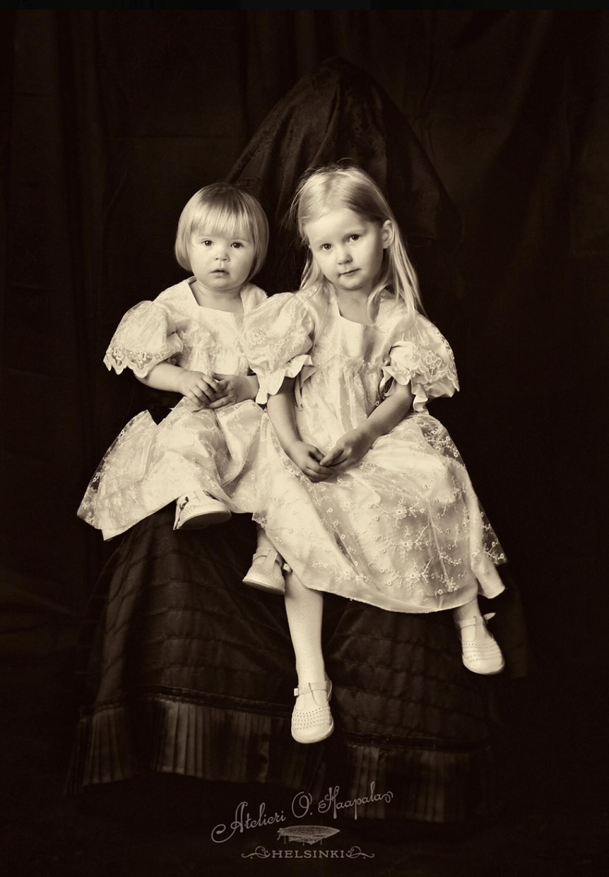 Artistiasu vuokrapuku lasten vuosisadan vaihde, kuva: Atelieri O. Haapala