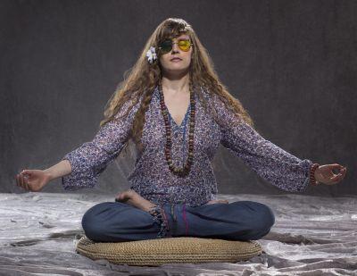 Artistiasu vuokrapuku 70-luvun hippiasu, kuva: Tanja Haverinen