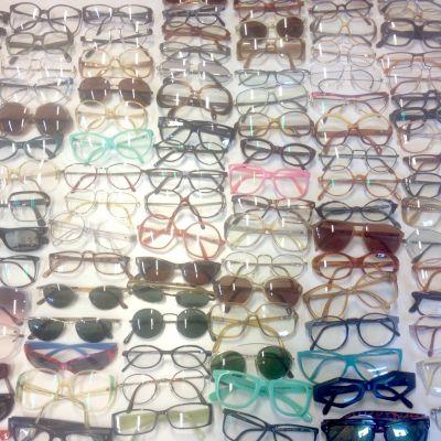 Artistiasu vuokrapuku silmä- ja aurinkolaseja