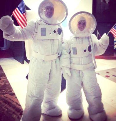 Artistiasu vuokrapuku astronautit
