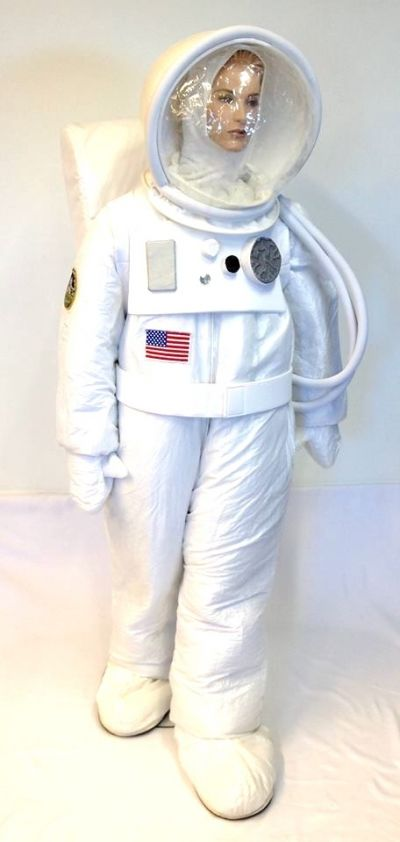 Artistiasu vuokrapuku astronautti