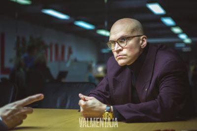 Artistiasu vuokrapuku, Valmentaja-elokuva. Kuva: Cay Leppälä