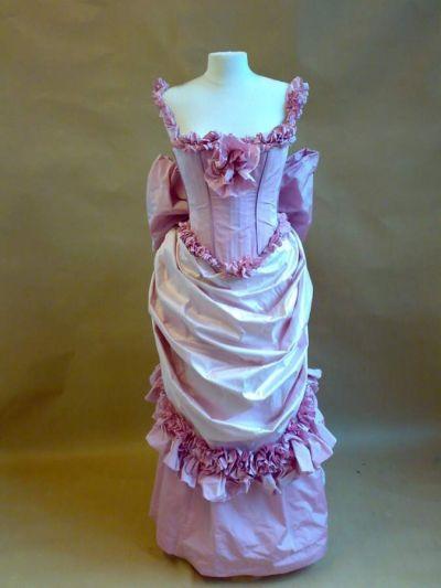 Artistiasu vuokrapuku 1800-luku tanssiaisleninki, Mannerheim-erä