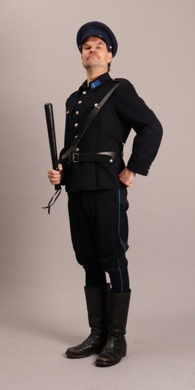 Artistiasu vuokrapuku, poliisi