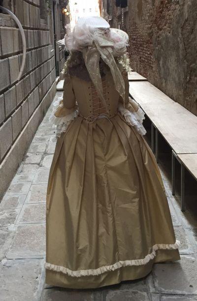 Artistiasu vuokrapuku venetsialaiset