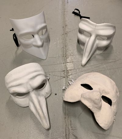 Artistiasu vuokrapuku naamiot