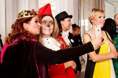 Artistiasu vuokrapuku puvustus WSOY:n 140-vuotisjuhlaan, kuva: Roni Rekomaa