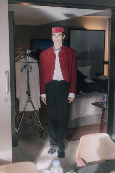 Artistiasu vuokrapuku, kuva Julius Konttinen